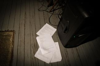 pages on the floor, photo Omar Pimiento